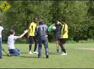 Moleque de Rua e Partida de Futebol Belfast UK