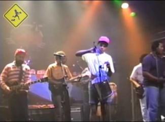 videomoleque-de-rua-eu-nao-creio-na-cegonha-e-pagode-japones-no-aeroanta-1991